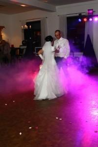 Ihr Hochzeitstanzmix  mit Licht Technik kommt er noch besser zur Geltung